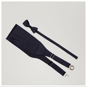 NWT. Massimo Dutti Set of sash belt and bow tie.